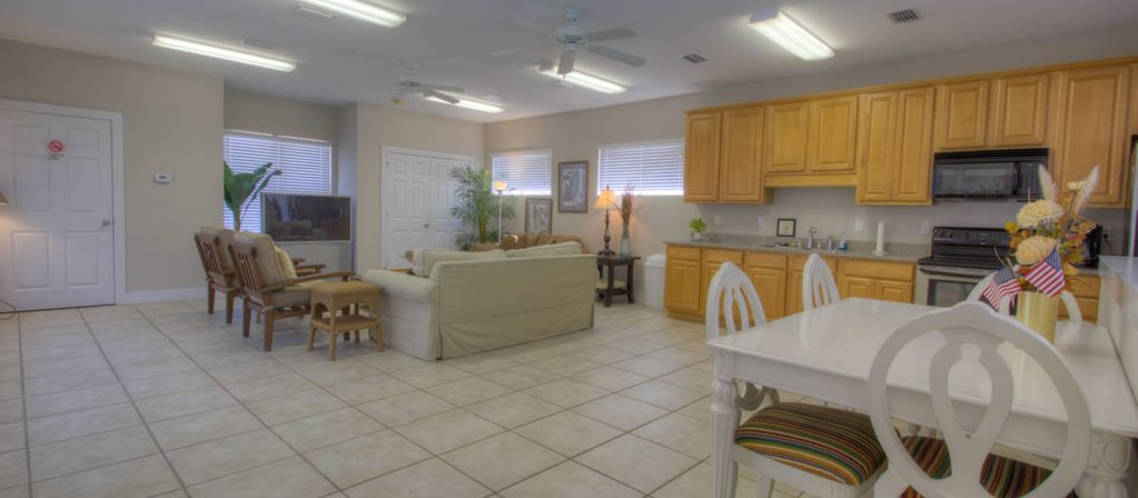 Where to find Destin condo rentals with club house.