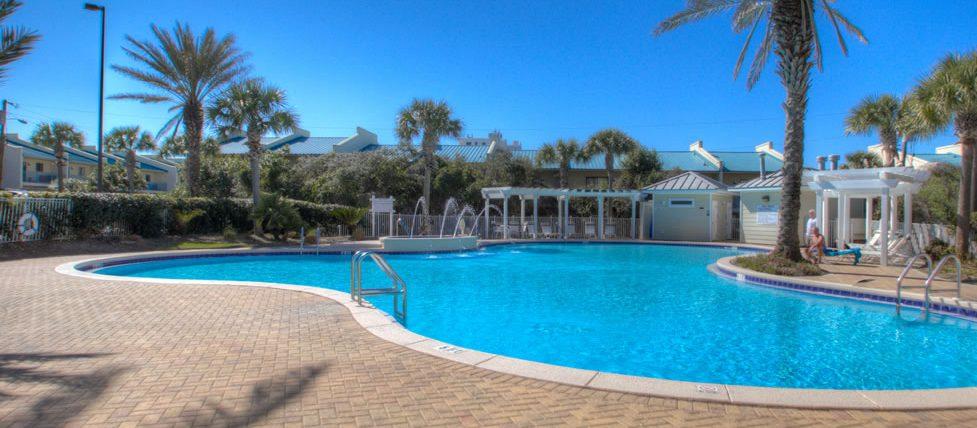 Destin beach rental condos with pool.