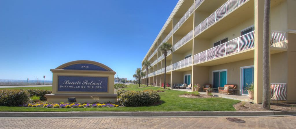 A view of Beach Retreat condos in Destin from the front.