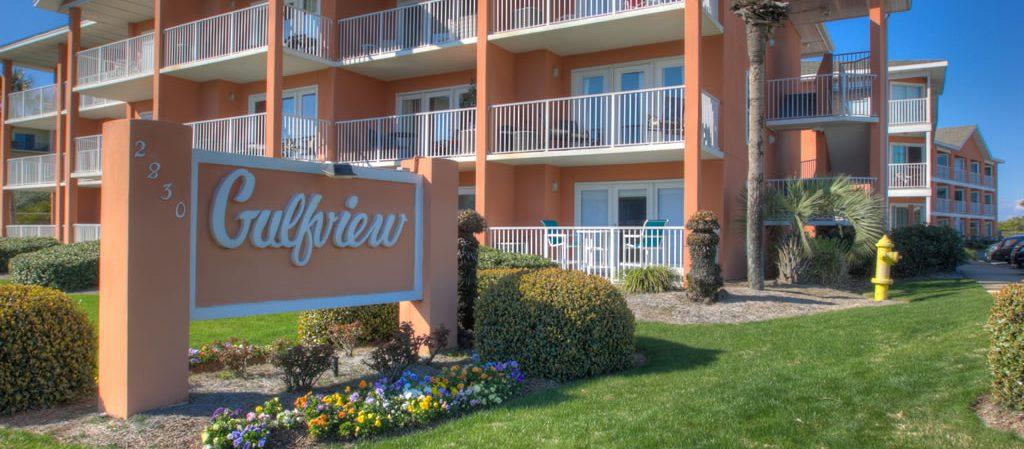 Find Destin vacation rentals near shopping and restaurants.
