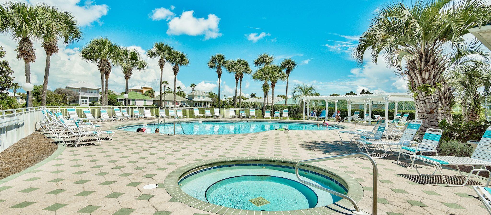 Photo of the pool and hot tub at Maravilla.