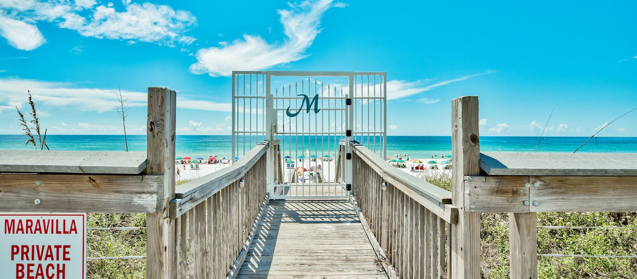 Find accommodations on Destin beach that take dogs and pets.